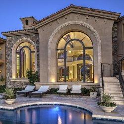 Villa con piscina con finestre Albertini